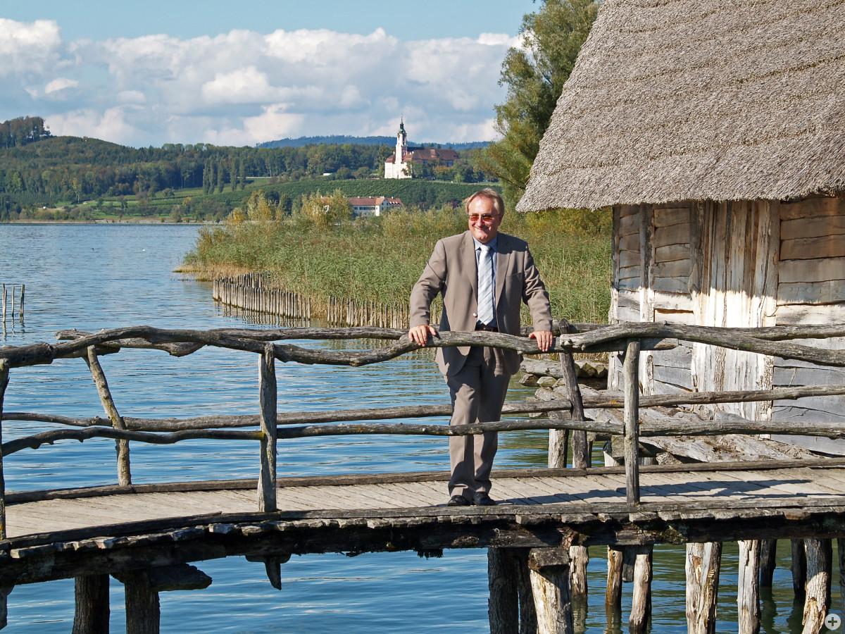Bürgermeister Edgar Lamm im Pfahlbaumuseum in Unteruhldingen